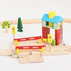 Деревянная игрушка Железнодорожный переезд с будкой